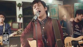 D'MASIV - Dengarlah Sayang (Official Music Video)