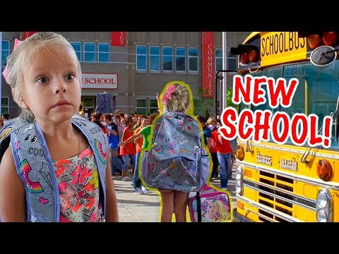 PEYTON GOES BACK to SCHOOL!✏️ New School and Classroom Tour!