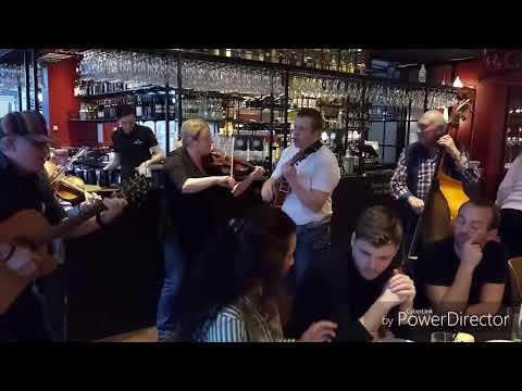 Irsk folkemusik på Dalle Valle i Odense hvor vi spiste og bagefter irsk folkemusik på Ryan's pub i O