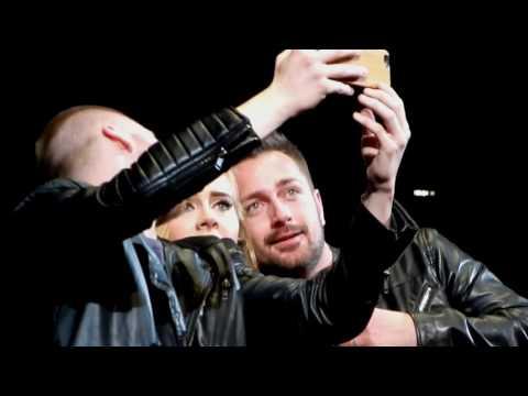 Heiratsantrag (marriage proposal) live bei Adele Konzert-Zürich / Make You Feel My Love