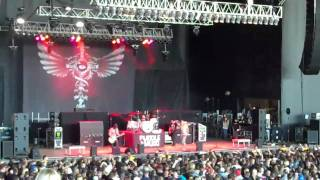 She Hates Me - Puddle of Mudd Live 2010