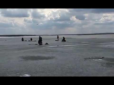 Рыбалка в ВКО.Последний лёд.залив Кызыл-Су.