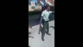 Agentes de Amet y motoristas se enfrentan en Boca Chica