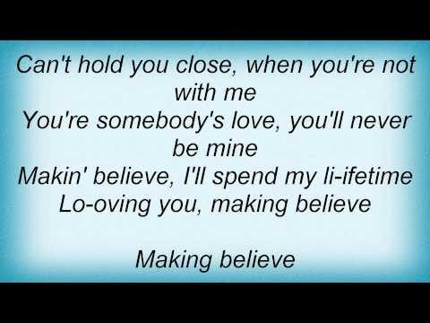 Kitty Wells - Making Believe Lyrics