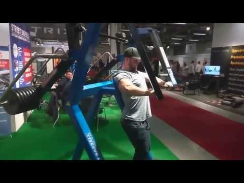 Strong swedish people use the StreetBarbells fitness machines in Stockholm