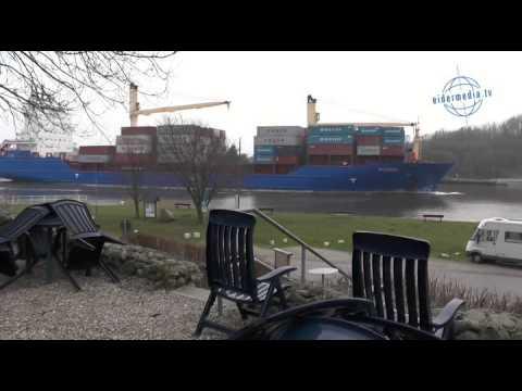 Video Stürmischer Wind und sehr starker Regen Brücke über Nord Ostsee Kanal Deutschland footageиз YouTube · Длительность: 1 мин57 с