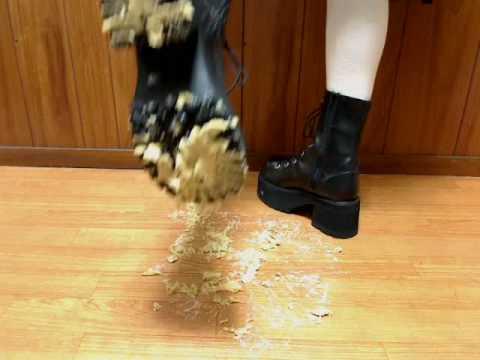Black sandal ball crush shoejob - 5 3