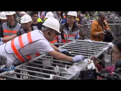 Hong Kong police break up protest site | Journal