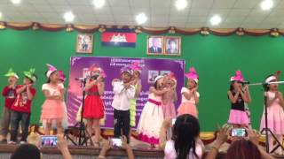 kid show sing a song called bad mosquito by students of APS international School