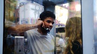 Истории мигрантов из трубки в телефонных автоматах (новости)