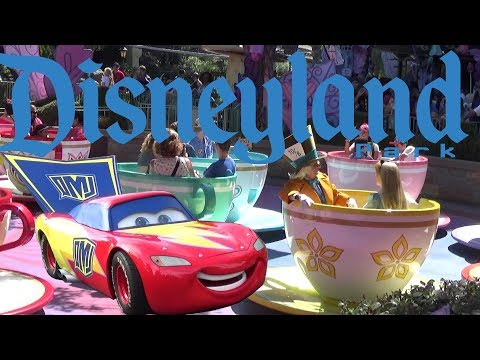 Disneyland & California Adventure Tour & Review with The Legend