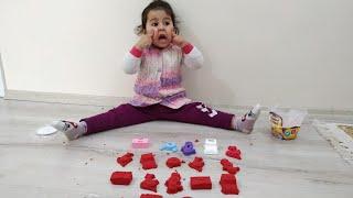 Ayşe Ebrar Yaramazlık Yaptı  Kinetik Kumları Her yere Dağıttı |  For Kids Video
