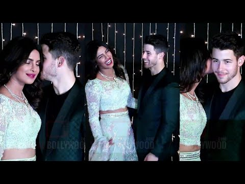 KISS ME ! Priyanka Chopra And Nick Jonas GRAND Reception | #WeddingParty Video