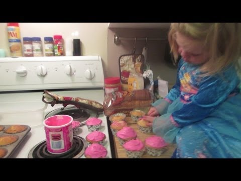 Cooking With Kinsley! Cupcake Style!
