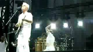 "David Byrne - ""I Feel My Stuff"" at ACL 2008"