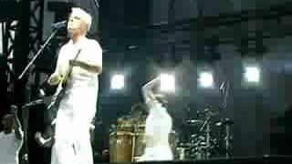 "David Byrne - ""I Feel My Stuff"" at ACL 2008"