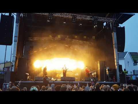Bilderbuch - Bungalow (Live @ G! Festival 2017)