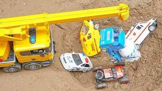 Bruder Crane Truck Toys الحفار, الجرار, سيارة الإطفاء, شاحنات القمامة و سيارات الشرطة ومجموعة ألعاب