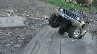 Repeat youtube video Tamiya Mitsubishi Pajero CC01  - Forest trail crawl.