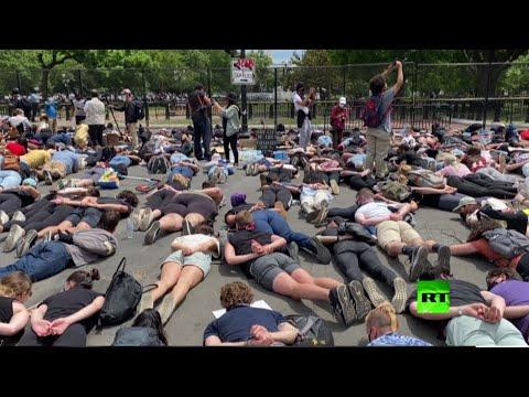 عرض احتجاجي قرب البيت الأبيض يحاكي آخر لحظات حياة جورج فلويد  - نشر قبل 42 دقيقة
