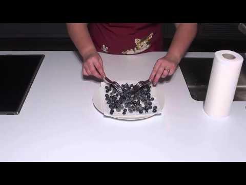 Ягоды в снегу: Рецепт украшения торта пошагово