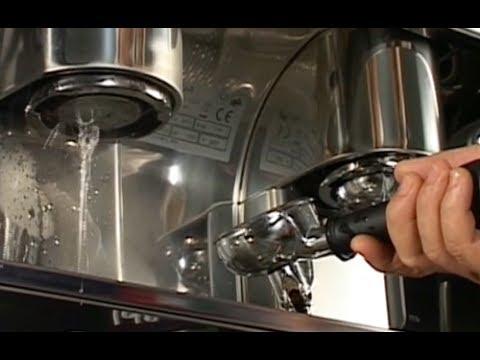 How to clean an espresso machine - Caffé Musetti