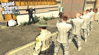 Zapętlaj What Happens If The Army CHEIF COMMANDER Tells His Squad To Fire On COPS in GTA 5? | CasanovaGames