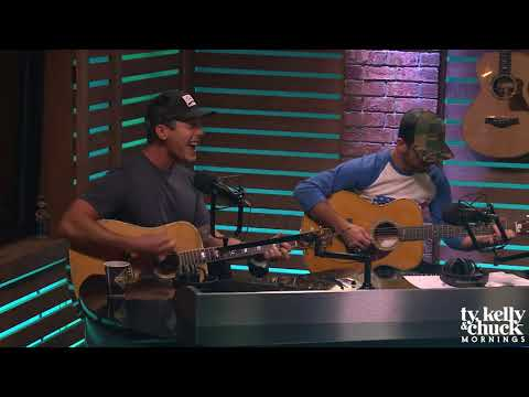 """Granger Smith Performs """"Happens Like That"""" Acoustic"""