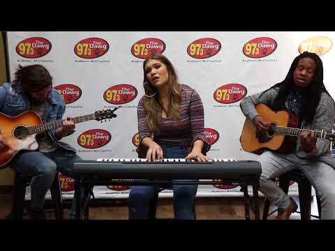 Abby Anderson - 'Make Him Wait' | Live in the Lobby