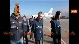 Lo sbarco di Cesare Battisti all'aeroporto di Ciampino
