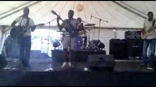 E:\edited vids for promos\The muffinz Live... Soundcheck .AVI