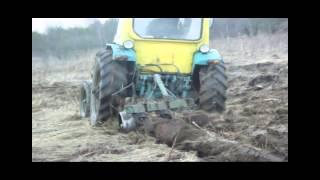 Трактор ЮМЗ 6 на целине!)))