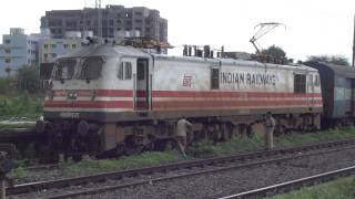 Starting of a Mammoth 5450HP WAP-5 Locomotive - Indian Railways !!!!