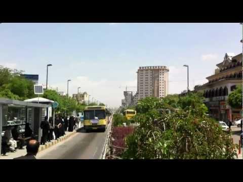 Iran Mashhad - Einfahrt eines Busses in die Haltestelle (HD)