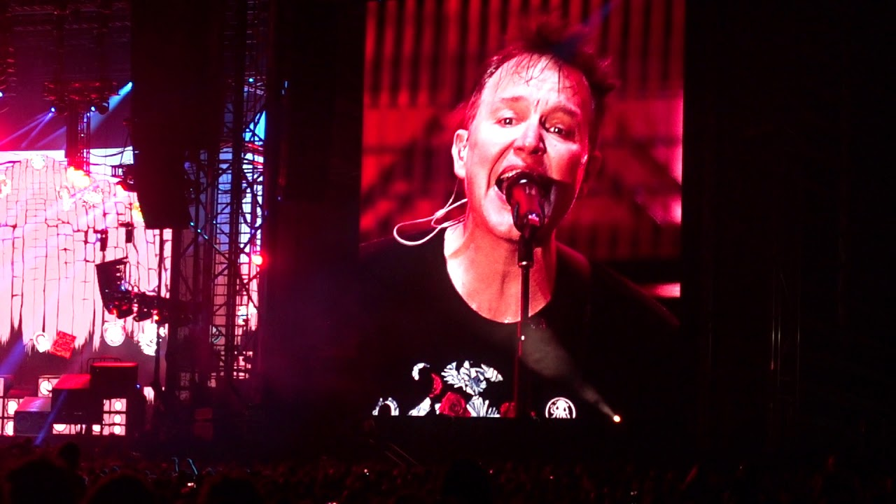 Blink-182 - Dammit - Live Performance - FEQ 2019 Québec ...