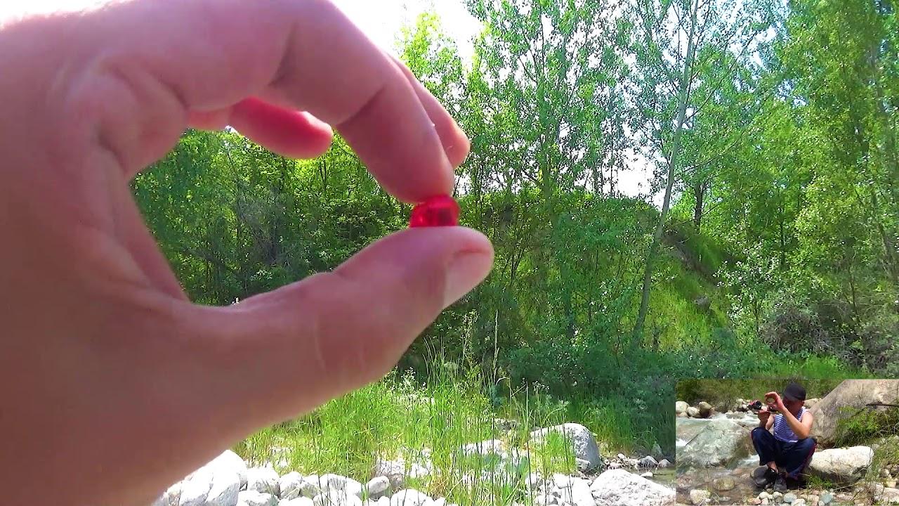 Помою красный камушек в речке