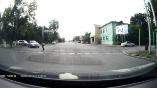 Велосипедист нарушает правила, Алматы