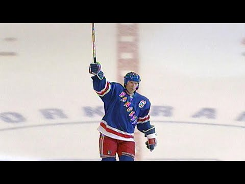 Memories: Messier passes Howe on all-time points list