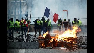 Fury, fires, France: Clashes & chaos cripples country for 4 weeks as act 5 looms