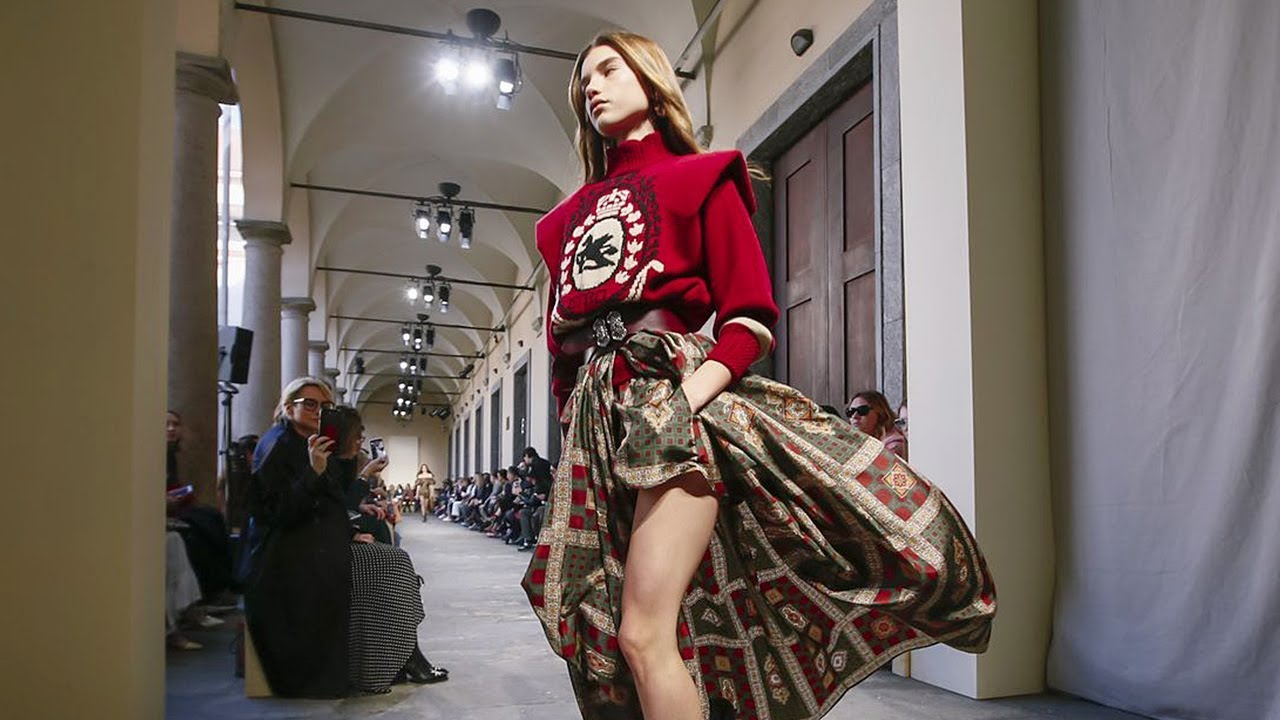 [VIDEO] - Etro | Fall Winter 2019/2020 Full Fashion Show | Exclusive 9