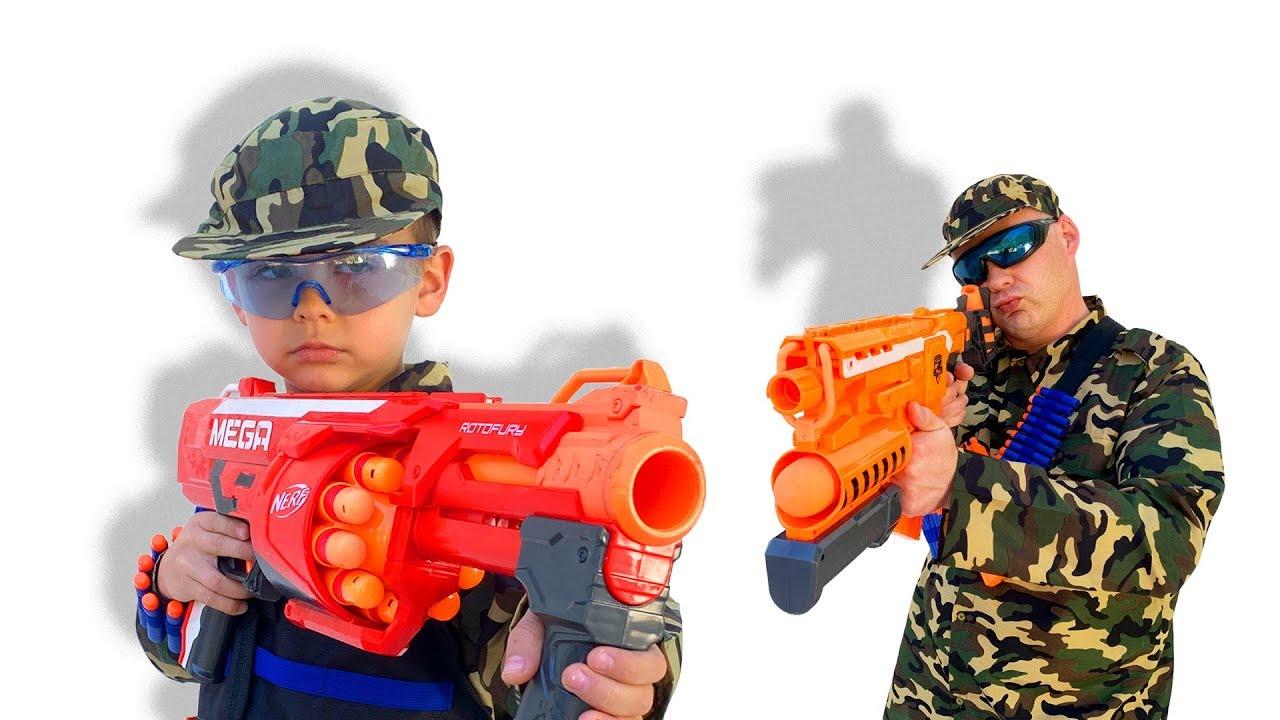 Діма і Тато грають в Nerf Battle
