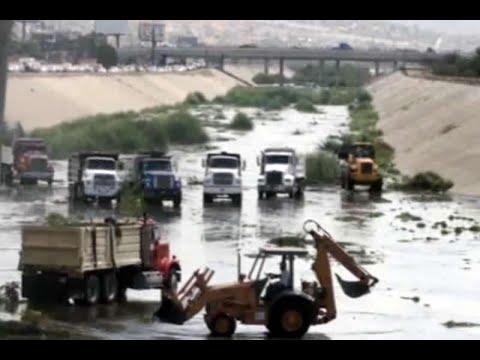 Limpian canal del río Tijuana, el refugio de migrantes - YouTube
