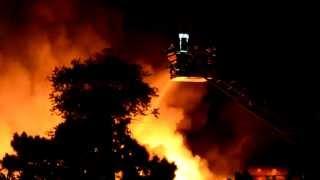 Großfeuer in Bochum... meterhohe Flammen schlagen in den Himmel