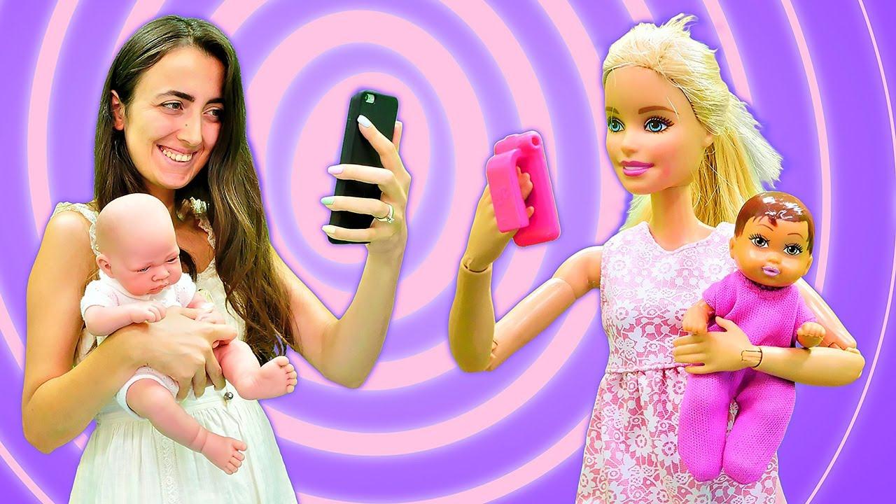 Barbie oyunları. Sevcan Barbie'ye görüntülü arama ile bebek nasıl bakılır gösteriyor