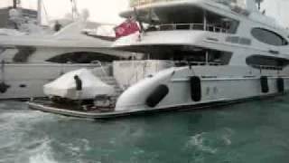 Yacht crash on the dock - Yachtloop Videos