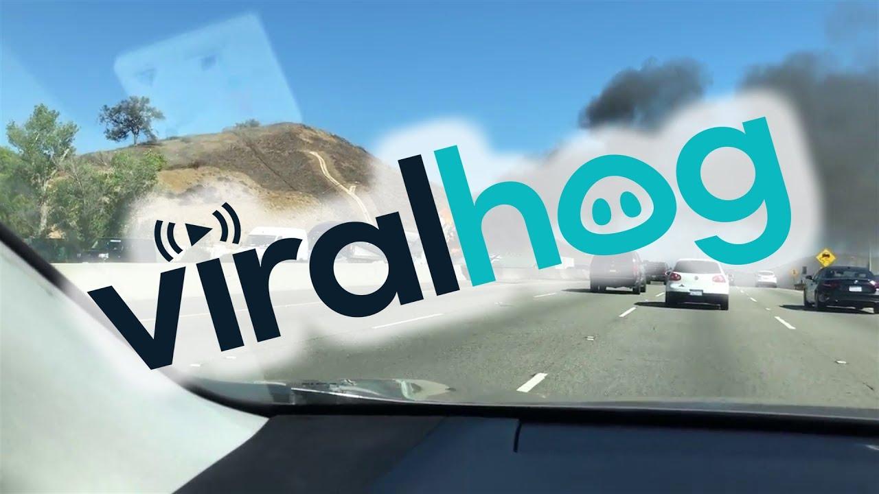 תיעוד: מטוס התרסק על כביש מהיר