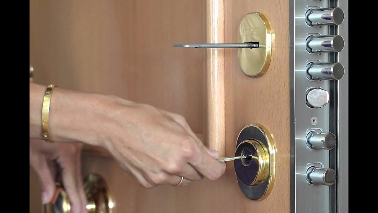 Sonar con cerrar puerta con cerrojo