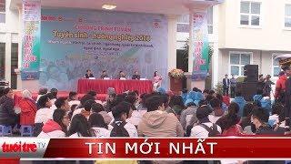 """Xuất hiện """"phe vé"""" vào cổng SVĐ Thống Nhất để giao lưu U23 Việt Nam"""