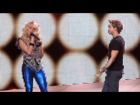 """CARRIE UNDERWOOD """"LEAVE LOVE ALONE"""" @ L.A. STAPLES CENTER"""