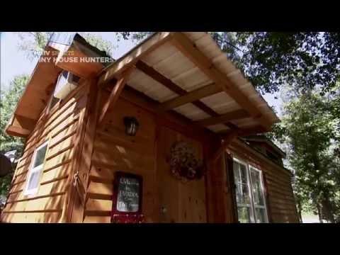 Tiny and Ready to Roll | Tiny House Hunters | HGTV Asia